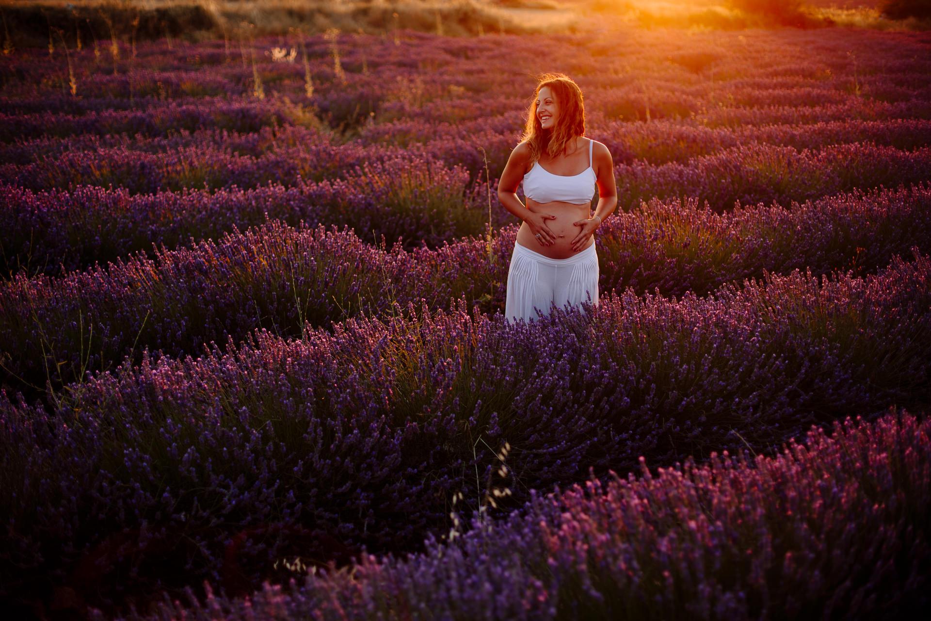 reportaje fotos embarazo lavanda brihuega